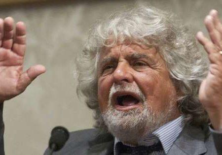 Beppe Grillo il valvassore che proclama la fine del lavoro per volontà dei suoi capi